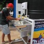 Dona la ACNUR 8 lavamanos portátiles al Sistema Municipal DIF