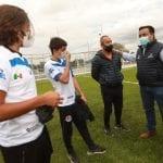 Entrega Luis Nava cancha de fútbol en la Unidad Deportiva Ejido San Pablo