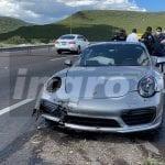 Impacta Porsche a Taxi por alcance en el Junípero Serra