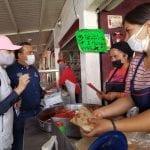 Luis Nava y Arahí Domínguez recorren el Mercado de Santa Rosa Jáuregui
