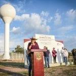 Elvia Montes hace entrega del sistema de agua potable en Villa Progreso y El Ciervo