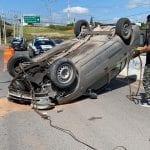 Choque y volcadura de vehículo en avenida VI