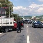 Auto impacta a camioneta en anillo vial Junípero Serra