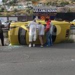 Vuelca taxi en carretera a Chichimequillas