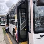 Chocan unidades de transporte público
