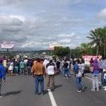 Bloquean la libre a Celaya habitantes de San Juan del Llanito