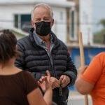 Entrega Enrique Vega urbanización en calles de La Griega