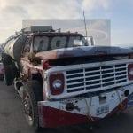 Chocan pipa y camión de transporte
