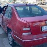 Choca auto con tráiler en 5 de Febrero